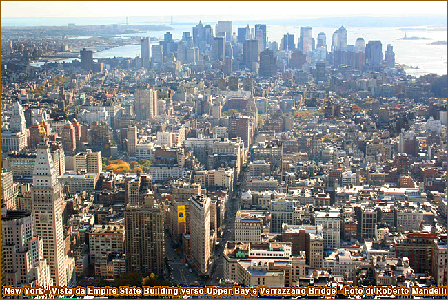 New York Vista da Empire State Building verso Upper Bay e Verrazzano Bridge Foto di Roberto Mandellii